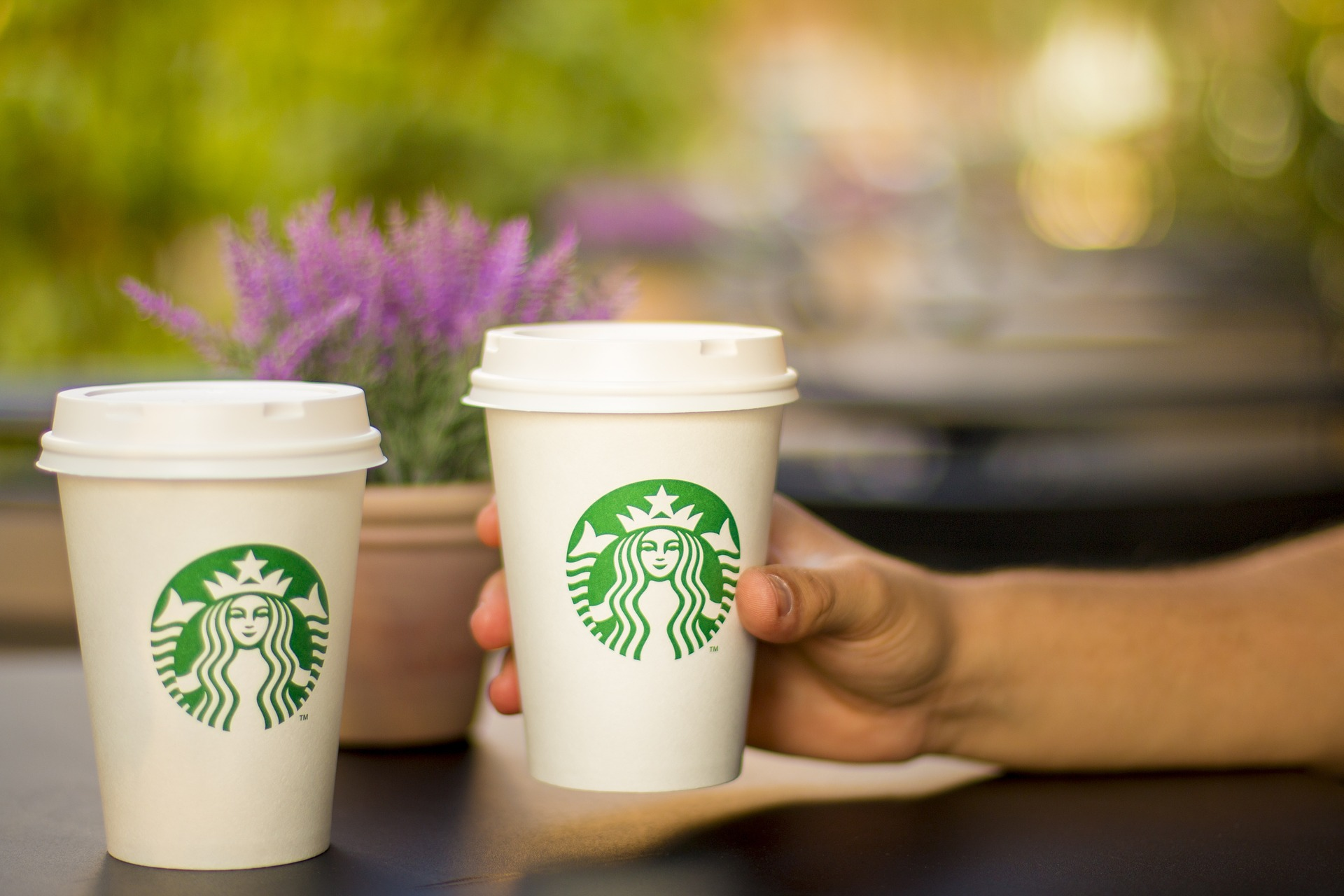 Starbucks busca crear un vaso de café 100% reciclable