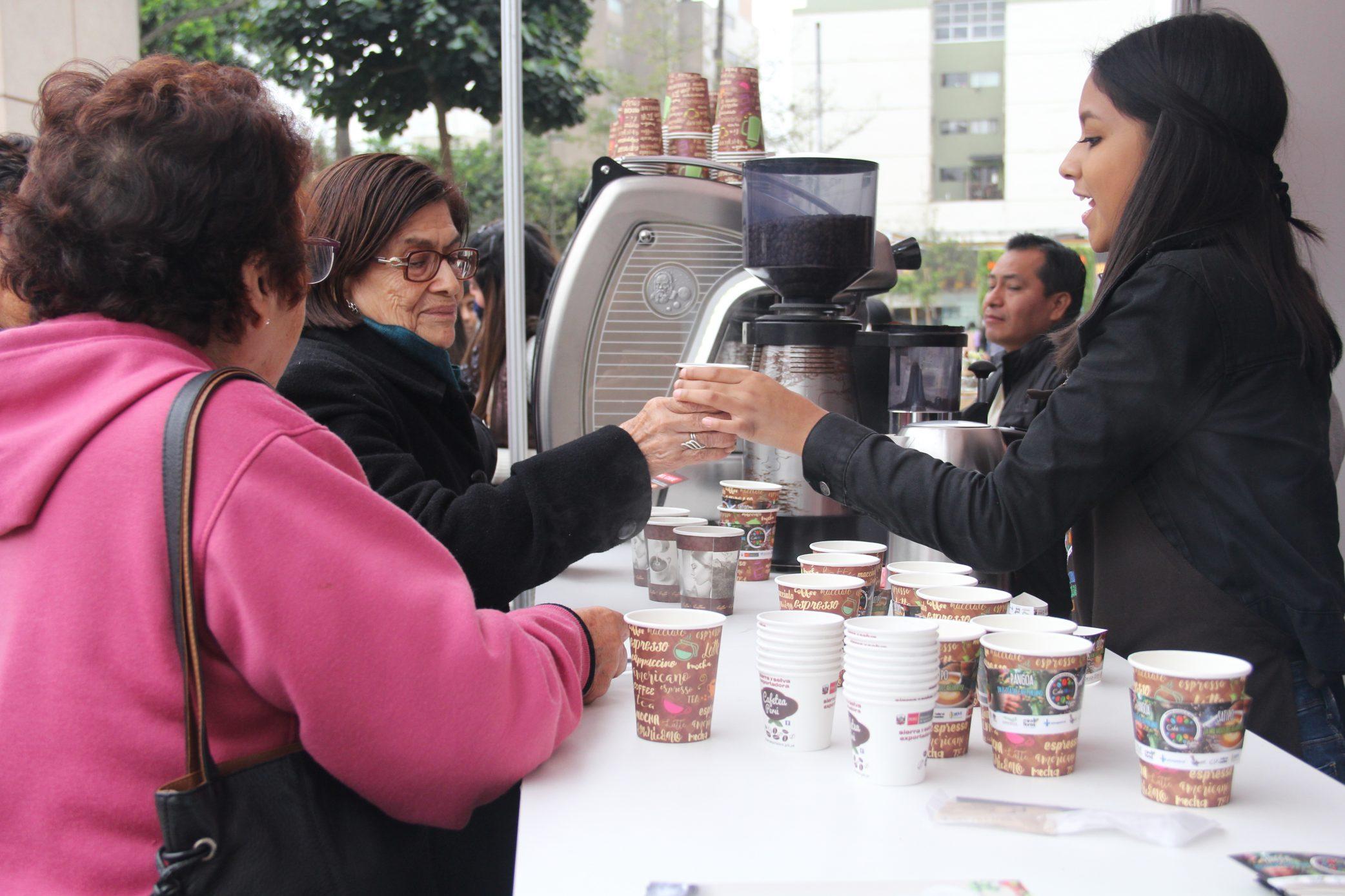 A festejar el Día del Café Peruano