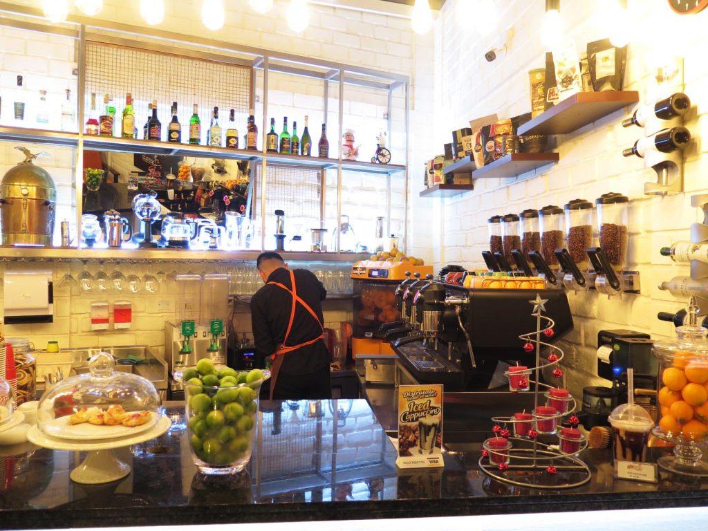 GLOTONS Sazón Peruana y café