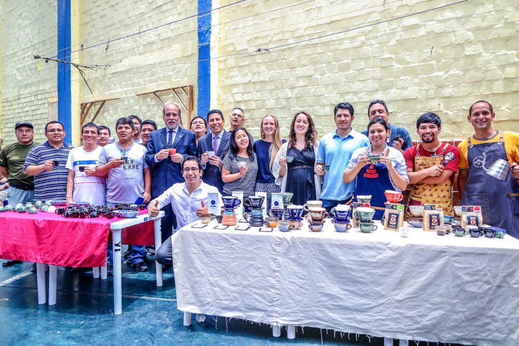 La cofradía cafetera de Ninia Project en el penal Castro Castro