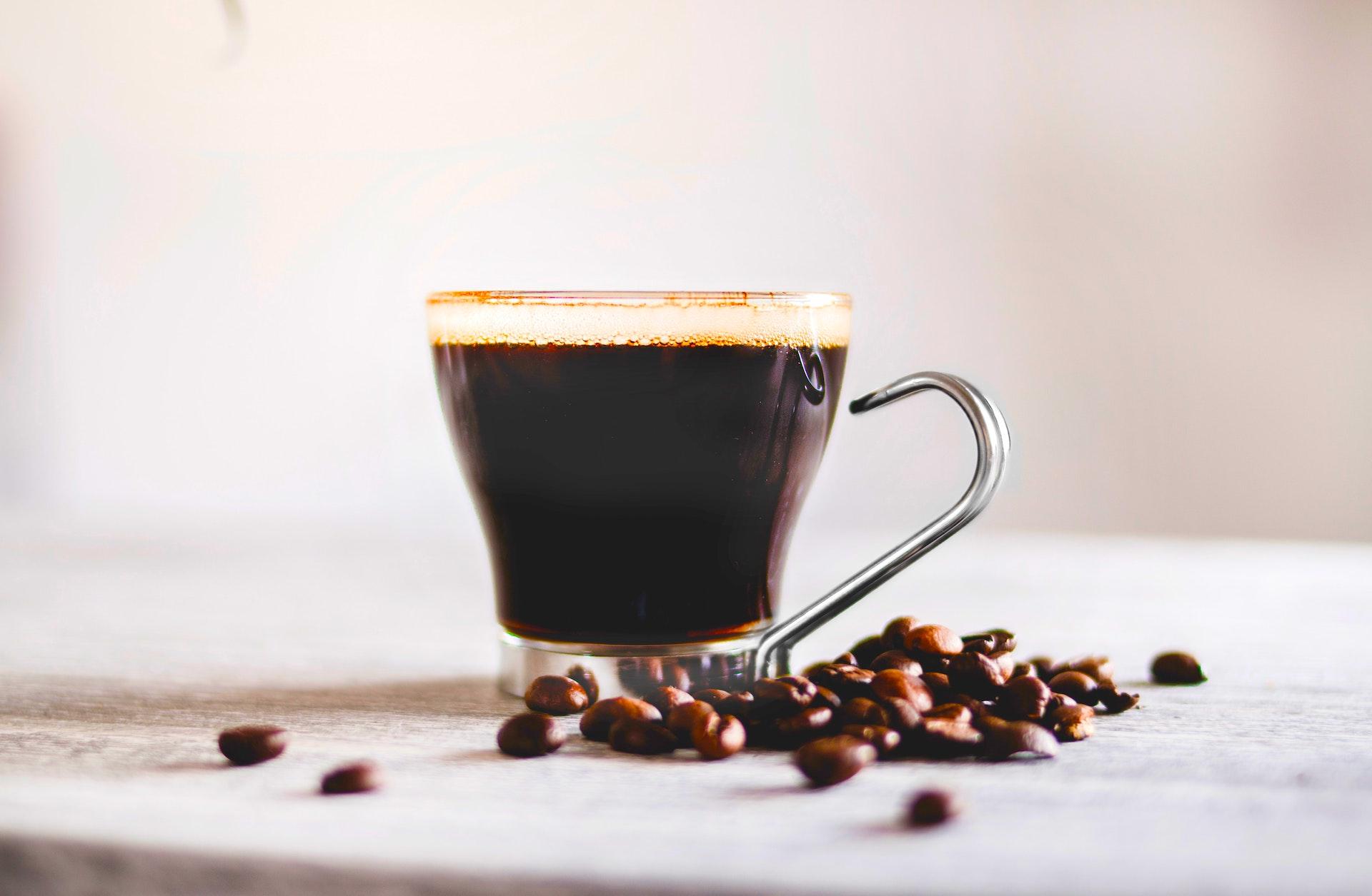 Una receta con café y pisco para calentar estos fríos días de invierno