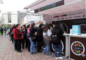 Diez mil vasos de café gratis en el Parque Kennedy de Miraflores