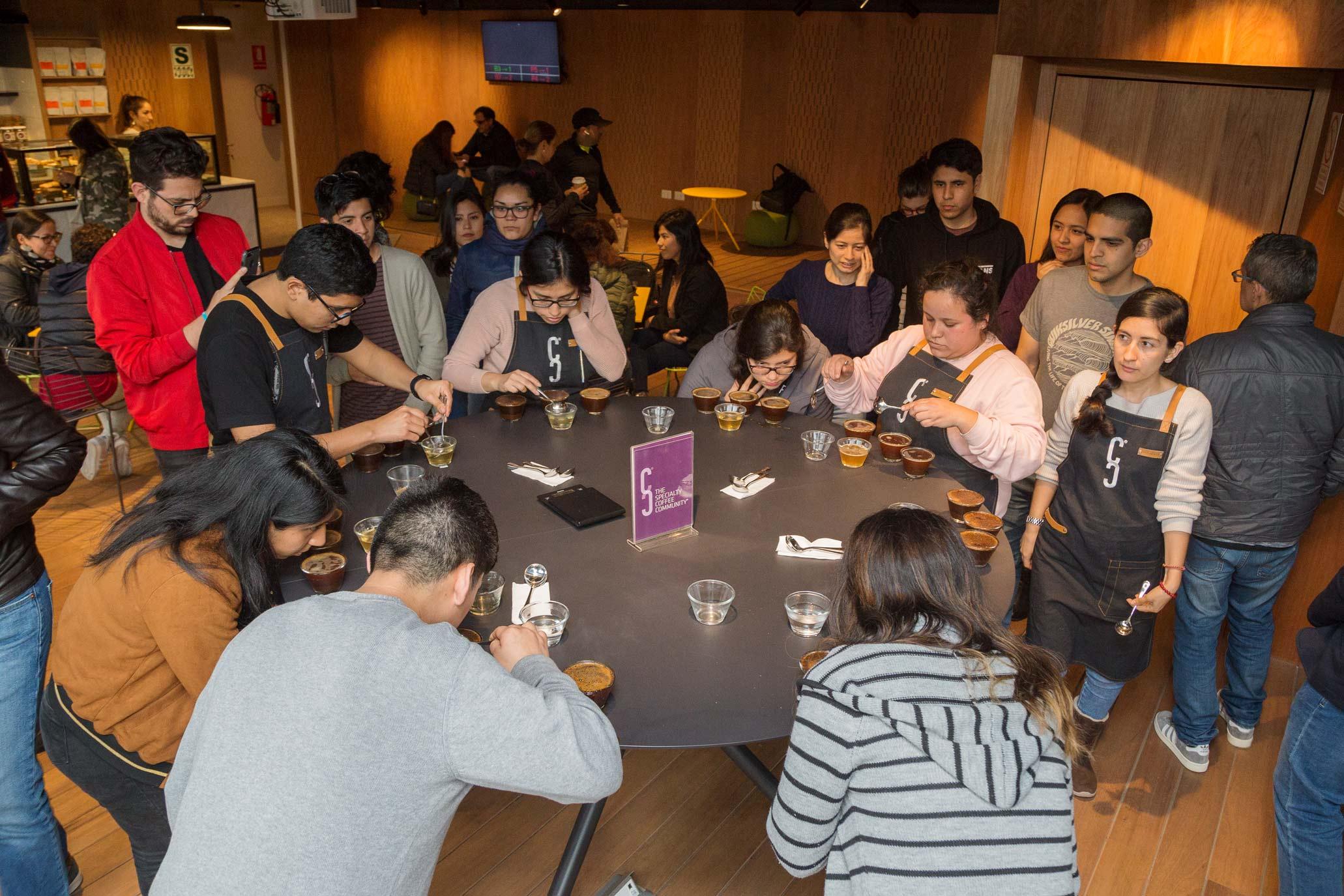 Cata de cafés especiales en Neira Café Lab