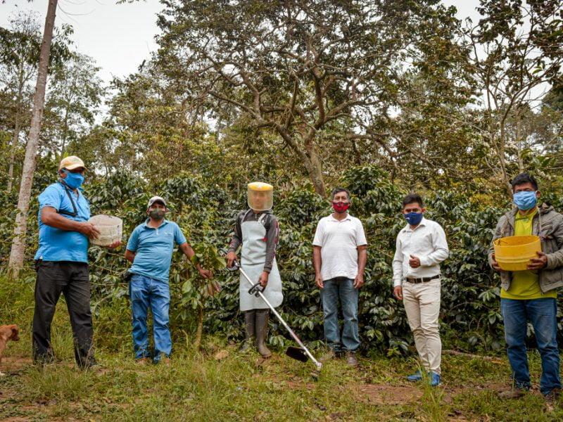 Cafetaleros de Cusco y Cajamarca hacen negocios en Ruedas virtuales del Minagri