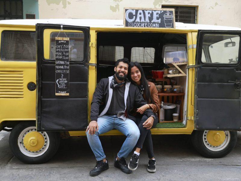 Cocafé Combi: Café con hojas de coca y sobre ruedas