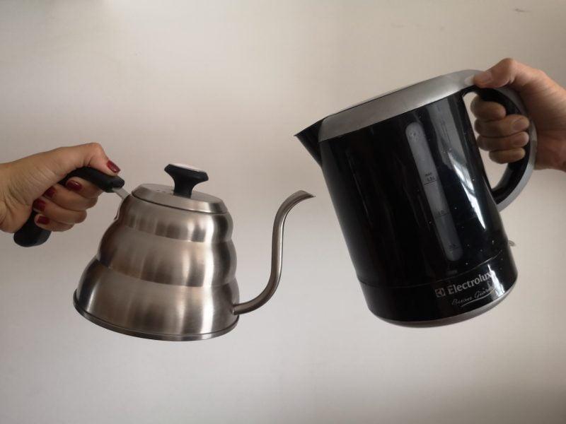 Jarra de cuello de cisne vs. hervidor ¿Cuál es mejor para preparar tu café?