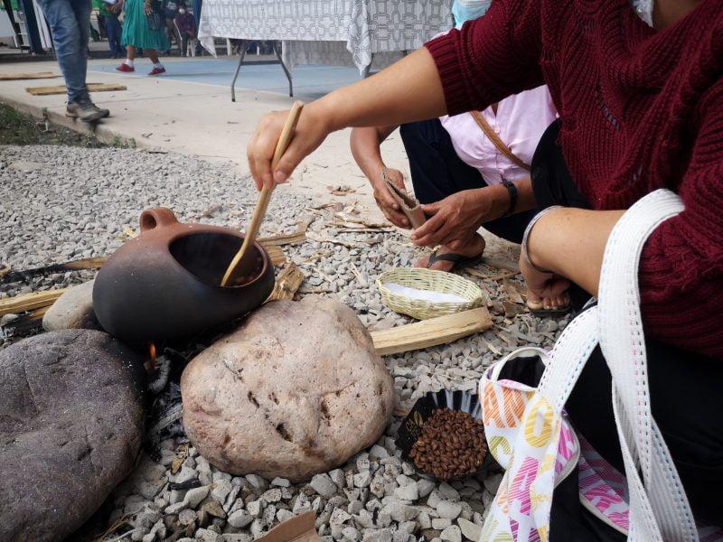 Caficultores de Huánuco revalorizan el arte del tueste tradicional de café